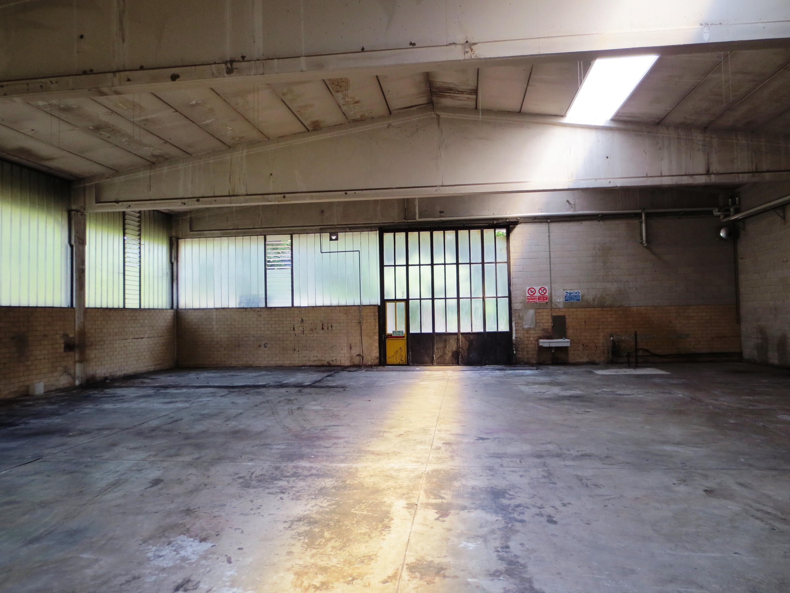 2201 - CARATE BRIANZA Porzione di capannone industriale ...